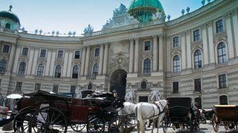 vor der Hofburg